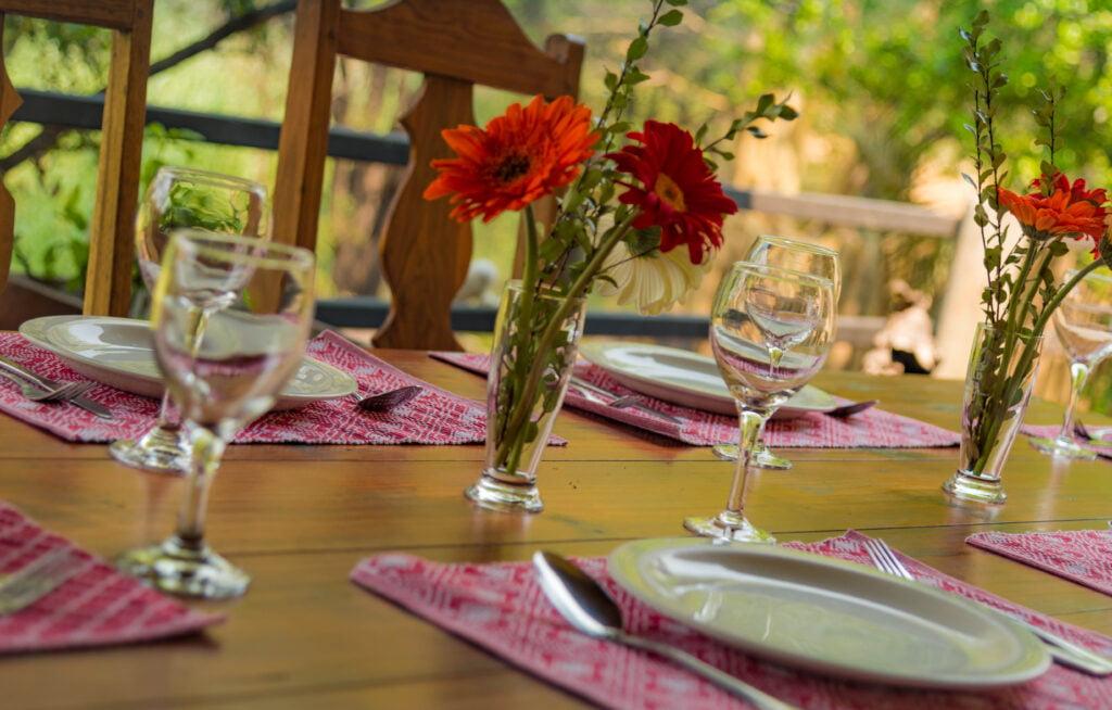 bush villas - dinning table